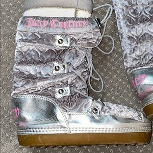👢 Juicy Couture moon boots